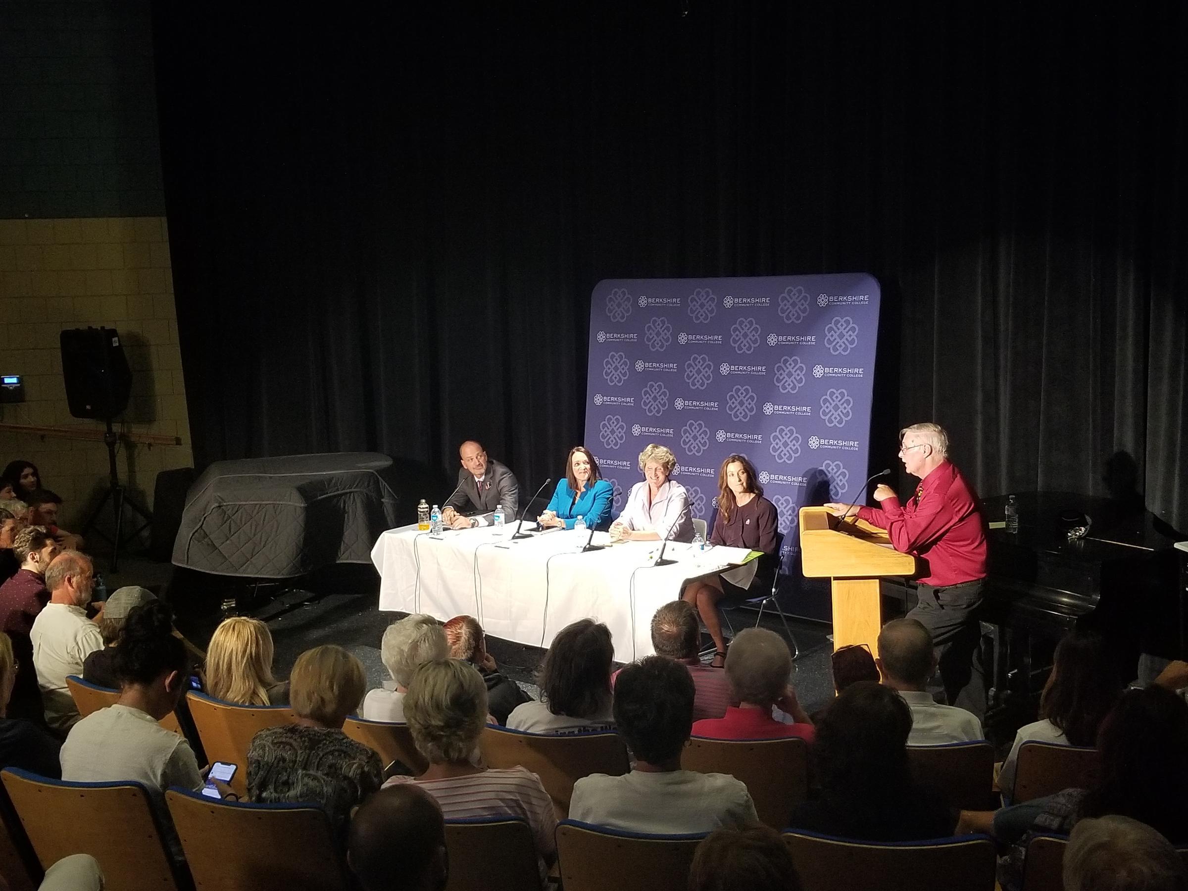 Scott Graves, Linda Tyer, Karen Kalinowsky, Melissa Mazzeo, and moderator Larry Kratka